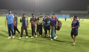dhoni with ipl team